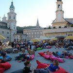 Der Mozartplatz in Salzburg für vier Tage verwandelt in eine Leseoase