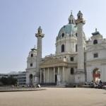 Karlskirche mit Reliefsäulen und Teich © Schraub-Walzer/ PID