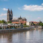 Der-Dom-zu-Magdeburg-und-das-blaue-Band-der-Elbe