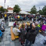 Stadtplatz mit Rathaus Stadtfest19